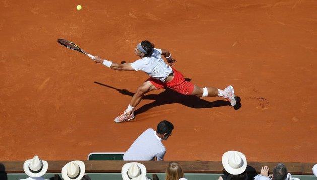 El español Rafael Nadal se clasificó para la final de Roland Garros al derrotar al serbio Novak Djokovic por 6-4, 3-6, 6-1, 6-7(3) y 9-7 al término de un intenso duelo que duró 4 horas y 37 minutos, por lo que buscará su octavo título en el Grand Slam de tierra batida.