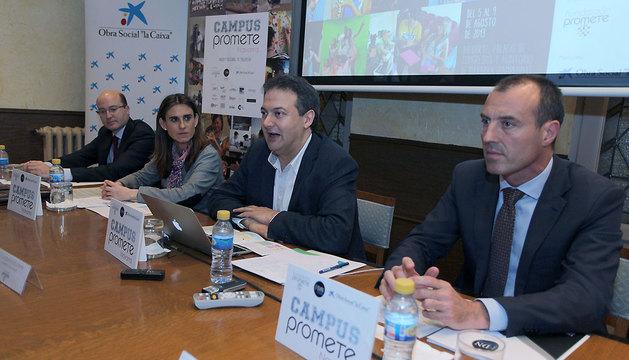 Carlos Fernández Valdivielso, gerente de Sodena; Isabel Moreno, directora de Área de Negocio de la Caixa; Luis Cacho, presidente de la Fundación Promete, y Alfredo Casares, director de la Fundación Diario de Navarra.
