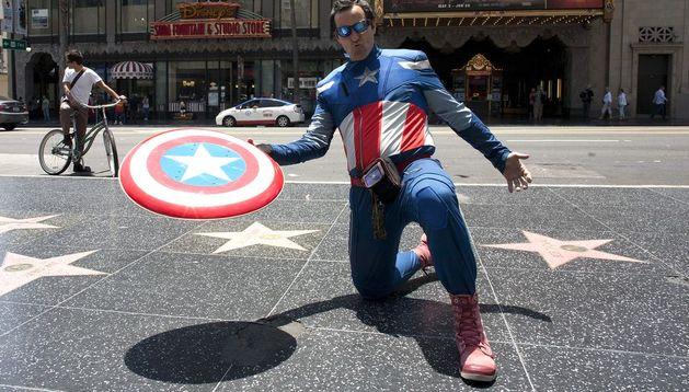 Juan Diego Ciaurri vestido con su traje de Capitán América.