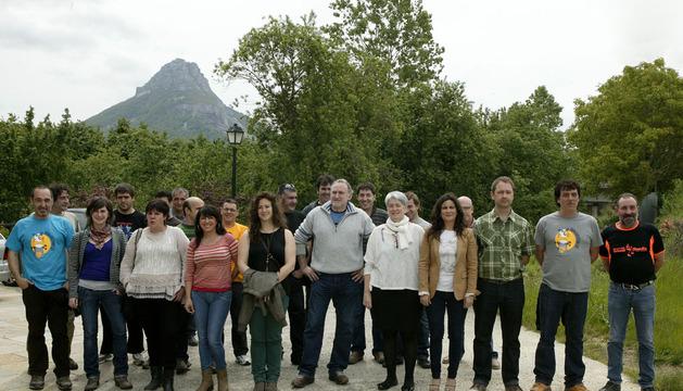 Las autoridades y responsables del taller, con los alumnos participantes