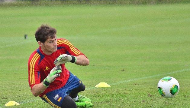 Iker Casillas podría volver a la titularidad este sábado con la selección