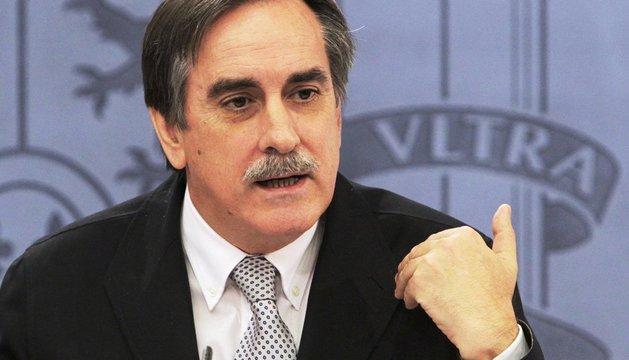 Valeriano Gómez, en una rueda de prensa en octubre de 2011, en su etapa como ministro de Trabajo.