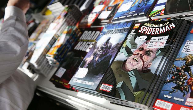 Varios cómics en un stand de la Feria del Libro de Madrid 2013