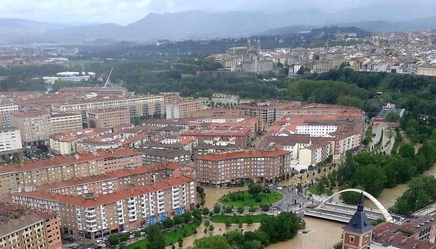El río Arga se ha desbordado a su paso por Pamplona, Villava, Huarte y Burlada.