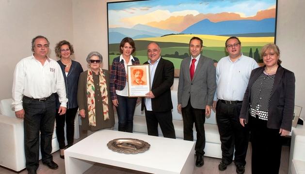 Barcina y el consejero Sánchez de Muniáin, con Ernest Martínez, en el centro.