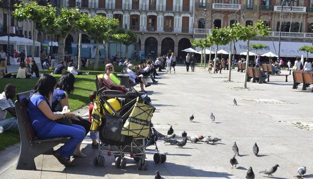 Calor, sol y buen tiempo en Pamplona tras las riadas de junio.