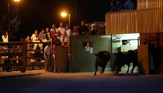 Los toros salen de los Corrales del Gas en un encierrillo.