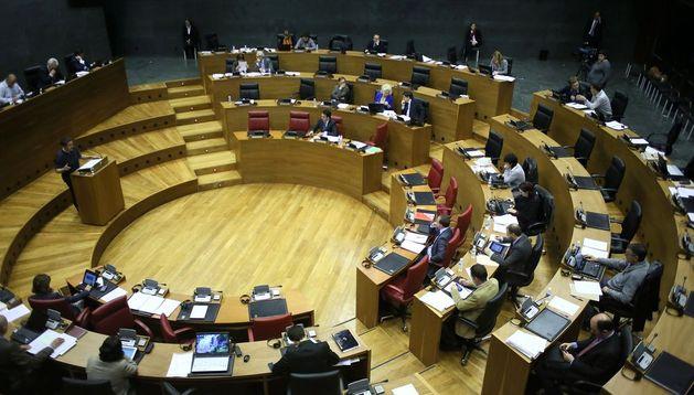 El Parlamento de Navarra durante un pleno en 2013.