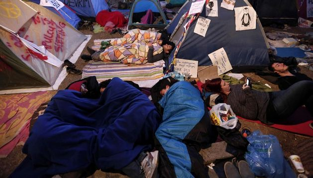 Activistas acampados en el parque Gezi, situado junto a la plaza de Taksim en Estambul, Turquía