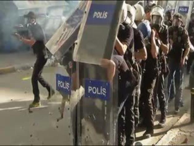 La Policía desaloja la plaza Taskim de Estambul