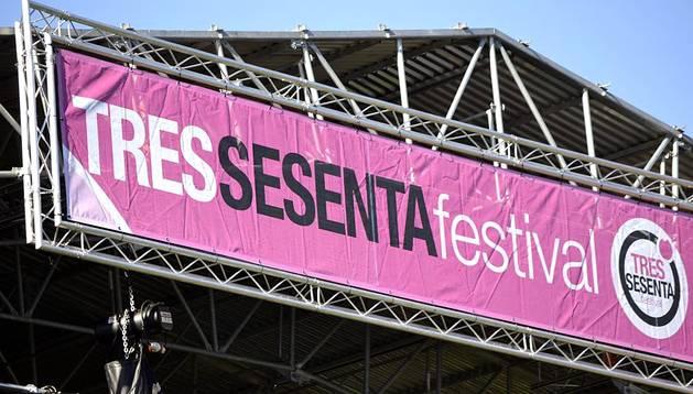 Pruebas de sonido y preparación de escenarios del Festival Tres Sesenta en los fosos de la Ciudadela.
