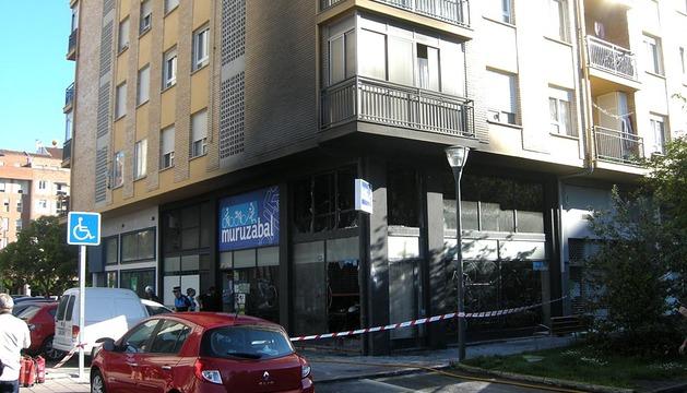 Un incendio afectó a la tienda de bicicletas Ciclos Muruzabal de Barañáin y tuvo que ser sofocado por los bomberos.