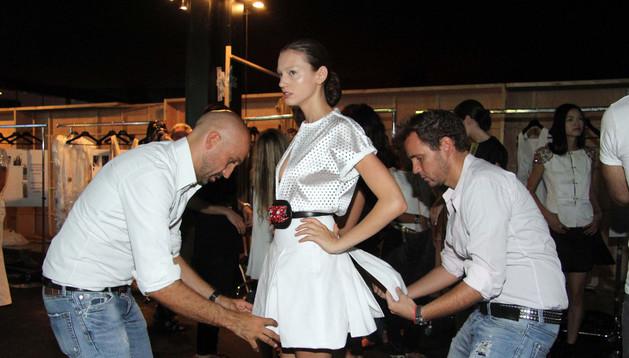 Arnaud Maillard y Álvaro Castejón  preparando uno de los desfiles en la Madrid Fashion Week