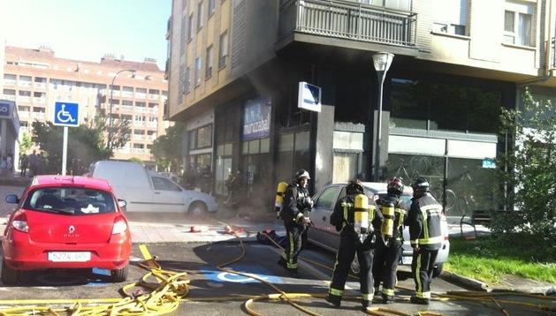 Fachada del establecimiento afectado por las llamas en la calle Pedro Bidagor de Barañáin