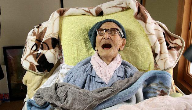 Fotografía del 19 de abril que muestra al hombre más viejo del mundo Jiroemon Kimura.