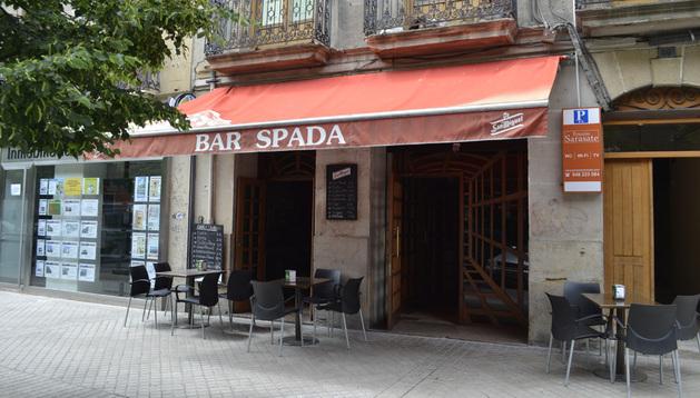El kebab ubicado en el antiguo Bar Spada con las puertas abiertas tras el incendio.