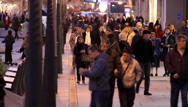 Actividad comercial en la calle Carlos III.