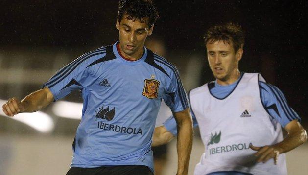Arbeloa y Monreal, durante un entrenamiento con la selección