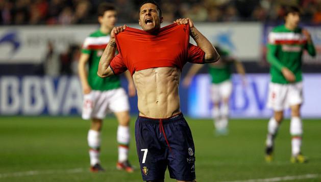 Kike Sola podría quitarse próximamente la camiseta de Osasuna para ponerse la del Athletic