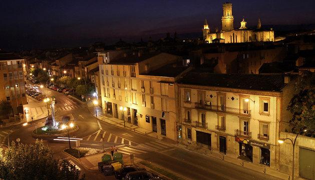 En la zona más alta de Tudela, en el solar de una antigua mezquita, se levantó a partir del siglo XII la Catedral, visible desde muchos puntos de la ciudad.