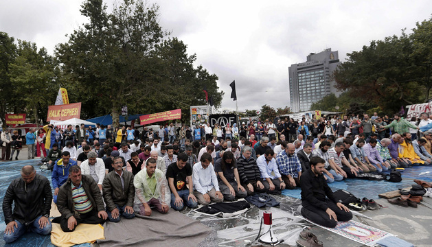 El Gobierno turco ha asegurado este viernes que no iniciará la urbanización del parque Gezi de Estambul hasta que los tribunales decidan si se paraliza la obra o no.