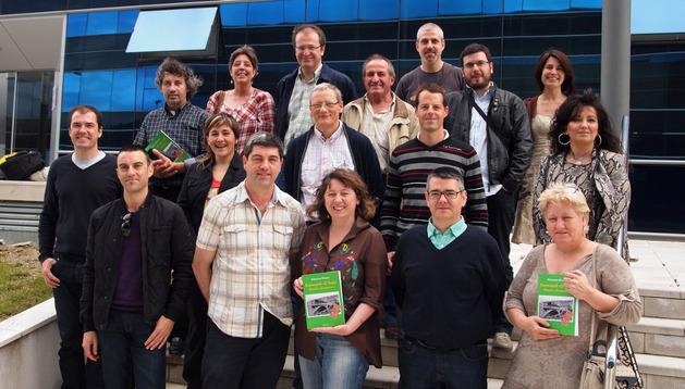 Alcaldes de poblaciones vinculadas al antiguo ferrocarril arroparon la presentación del libro.