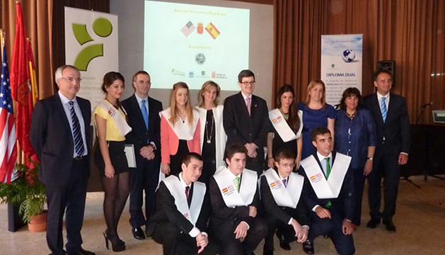El grupo de alumnos navarros que ha obtenido la doble titulación de bachiller en castellano e inglés