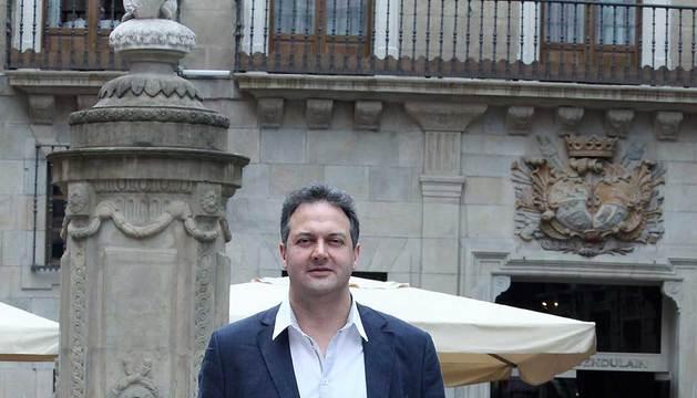 Luis Cacho, en la plaza del Consejo de Pamplona.