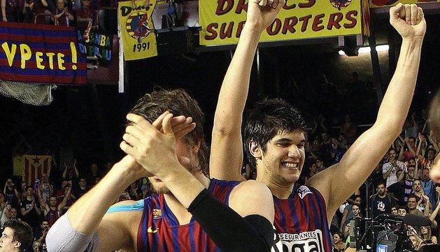 Wallace y Todorovic celebran la victoria.