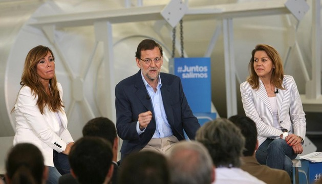 Mariano Rajoy, acompañado por Dolores de Cospedal y Alicia Sánchez-Camacho, este sábado en el debate Empresa y Crédito