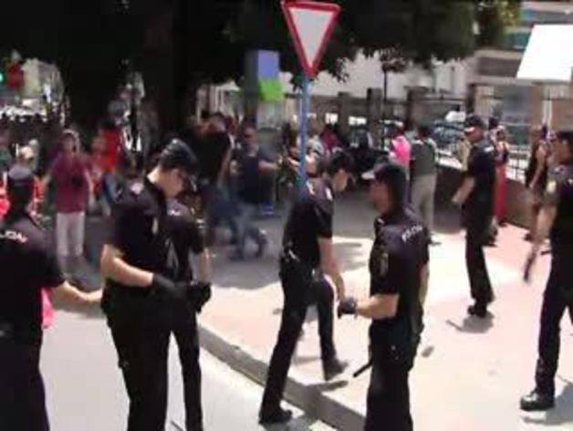 Protestas en la inauguración del AVE en Alicante