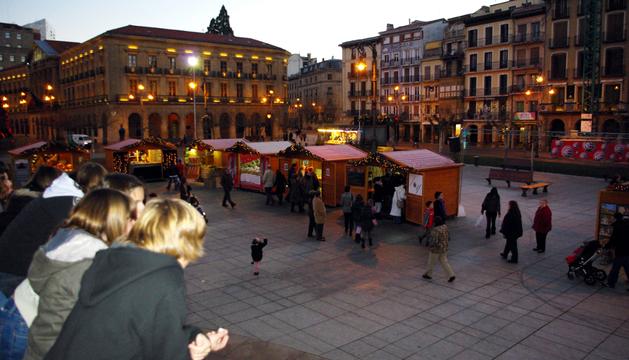 Puestos de artesanía en la Plaza del Castillo