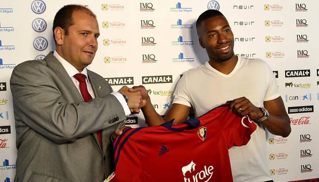 Jordan Lotiés ha sido presentado como nuevo jugador de Osasuna. El central ha firmado con el club rojillo para las próximas tres temporadas.