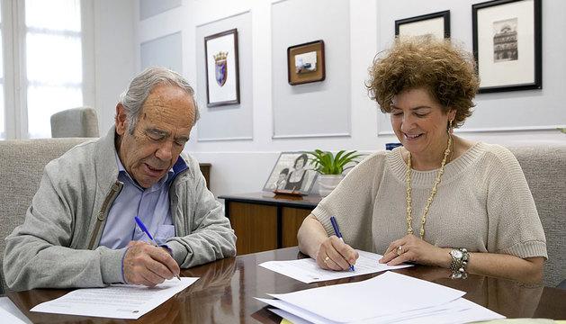 La concejala Ana Lezcano y Carlos Almagro.