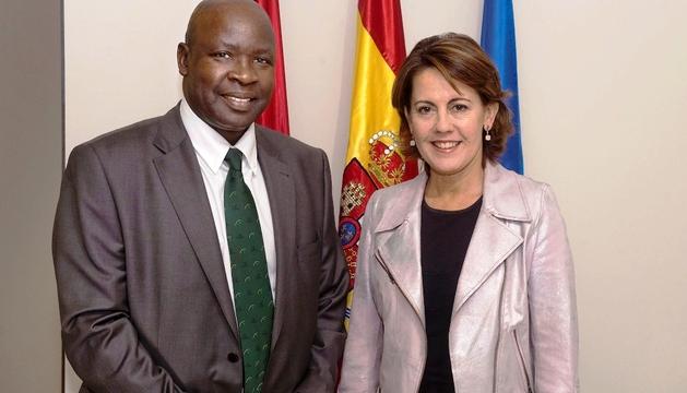 La Presidenta Barcina, con el embajador de Kenia en España