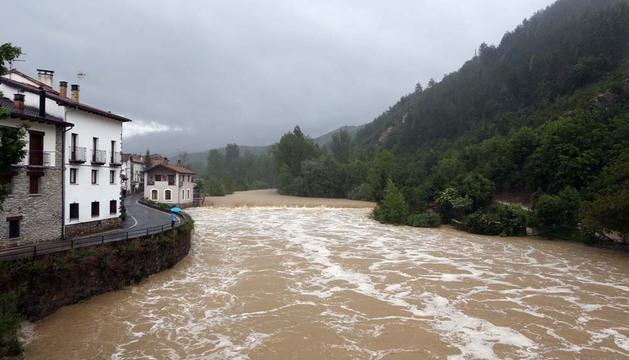 El río Esca, a su paso por Burgui este martes