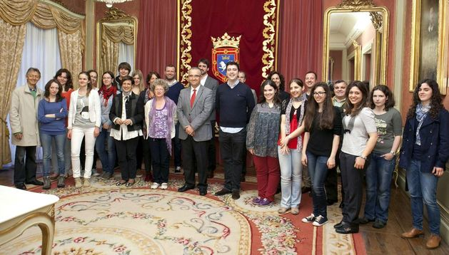 Recepción en el Ayuntamiento de Pamplona de alumnos y profesores de conservatorios de Suiza, Polonia y Pamplona.