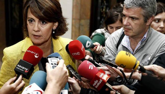 Barcina atiende a los medios en el Palacio de Navarra.