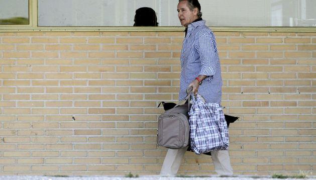 El expresidente de Caja Madrid Miguel Blesa, a su salida de la prisión madrileña de Soto del Real.