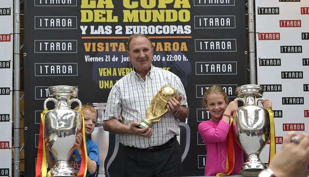 Las dos Eurocopas y la Copa del Mundo de fútbol, de visita en Navarra