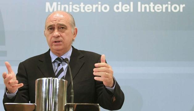 El ministro del Interior ha dado cuenta de los detalles de la operación que desarticuló una red vinculada a redes de captación de yihadistas