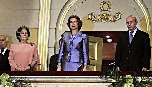 La mezzosoprano Teresa Berganza, la reina Sofía y el ministro de Educación, Cultura y Deportes, José Ignacio Wert, durante el homenaje.