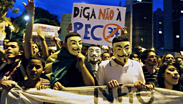 Indignados brasileños encabezan las protestas en la marcha por la calle Consolação de Sao Paulo