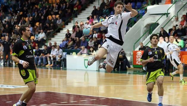 Cristian Martínez jugará un año más en Helvetia Anaitasuna junto a Bozidar Nadoveza