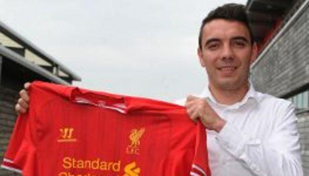 Iago Aspas, con su nueva camiseta del Liverpool