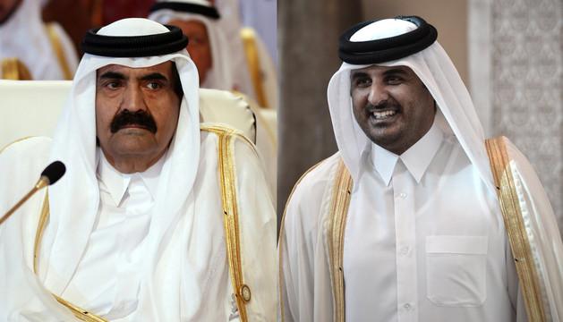 Hamad bin Jalifa al Zani (i), abdicó oficialmente en su hijo el príncipe heredero, Tamim bin Hamad al Zani (d)