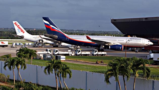 Un avión de Aeroflot procedente de Moscú, en el que supuestamente viajaba Snowden pero al final no fue así, en el aeropuerto José Martí de la Habana (Cuba)