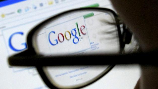 Un internauta visita la web de Google