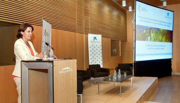La Presidenta Barcina se dirige a los participantes en la jornada.