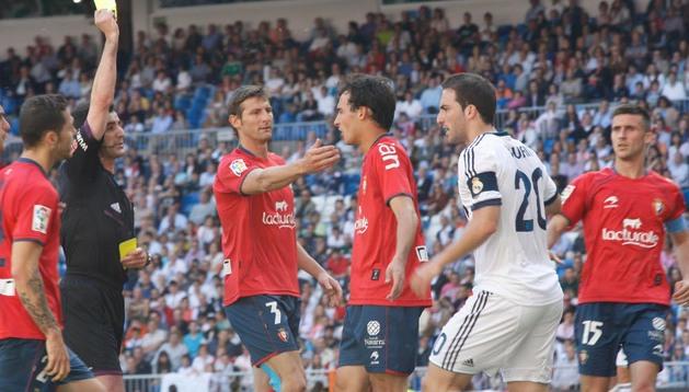 Unai, en el centro de la foto, debutó en el último partido de Liga en el Santiago Bernabéu